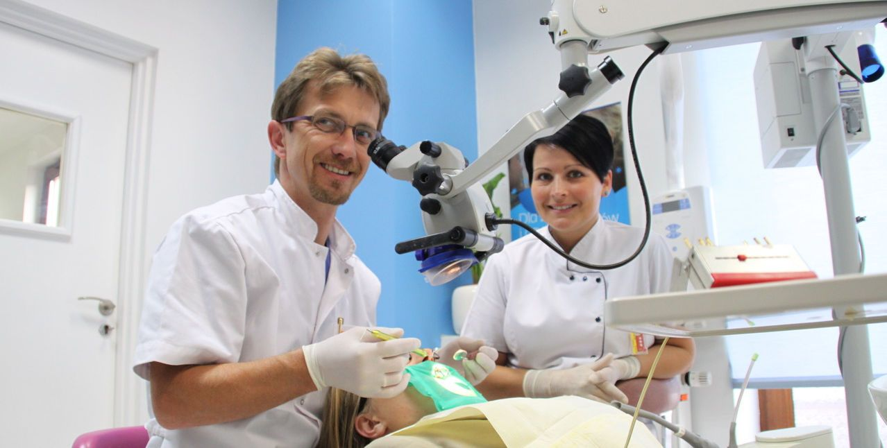 jednowizytowe-leczenie-kanalowe-pod-mikroskopem-duodentclinic